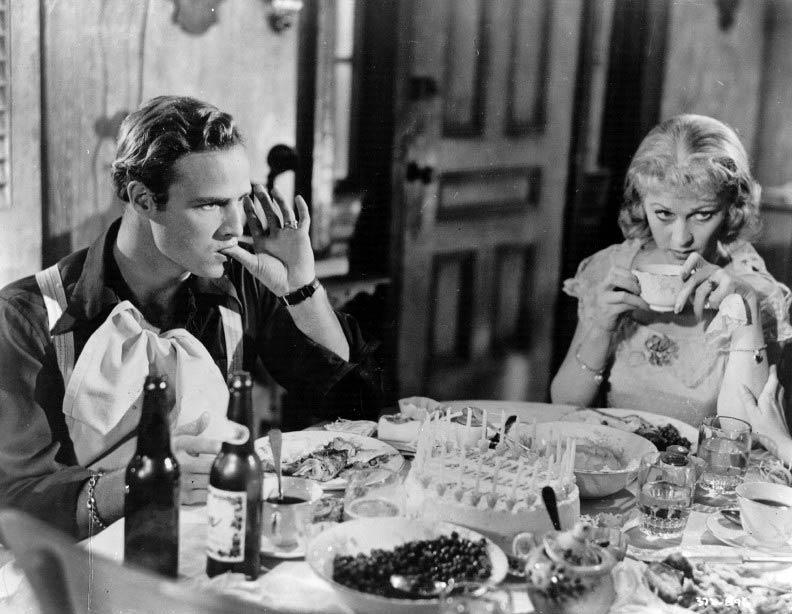 Marlon-Brando-and-Vivien-Leigh-in-A-Streetcar-Named-Desire-1951